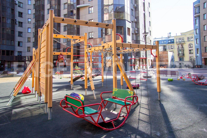 Детская площадка на придомовой территории
