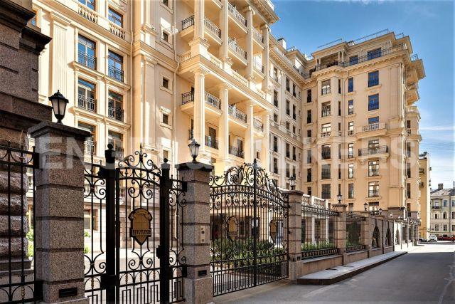 «Фонтанка, 76» — элегантная квартира в самом сердце Петербурга