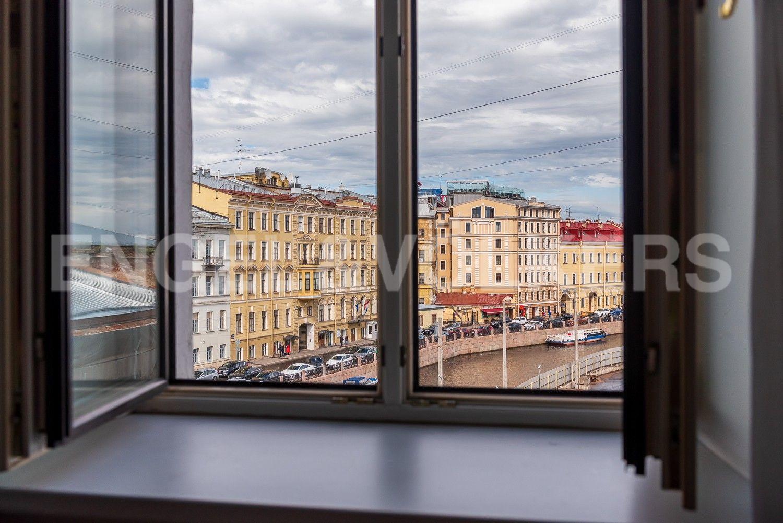 Элитные квартиры в Центральном районе. Санкт-Петербург, Наб. реки Мойки, 6. Вид из окон на набережную реки Мойки