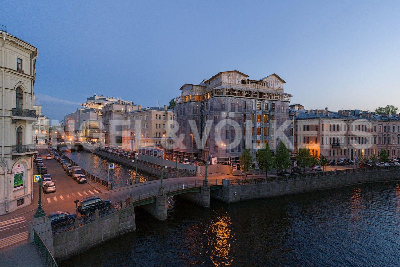 Элитные квартиры в Центральном районе. Санкт-Петербург, Наб. реки Мойки, 102. Фасад здания со стороны р. Мойки