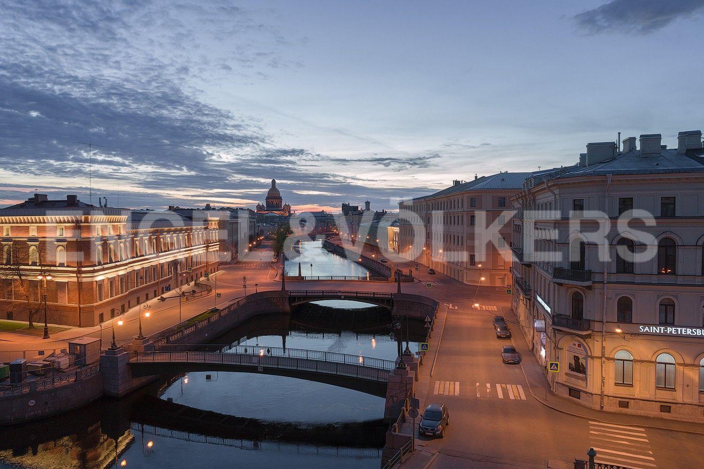 Элитные квартиры в Центральном районе. Санкт-Петербург, Наб. реки Мойки, 102. Живописные виды на старинные набережные и мосты