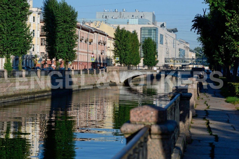 Элитные квартиры в Центральном районе. Санкт-Петербург, Наб. реки Мойки, 102. Вид на новую сцену Мариинского театра