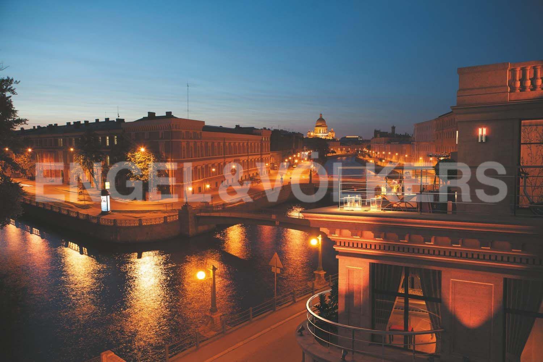 Элитные квартиры в Центральном районе. Санкт-Петербург, Наб. реки Мойки, 102. Великолепные виды на пересечении двух набережных