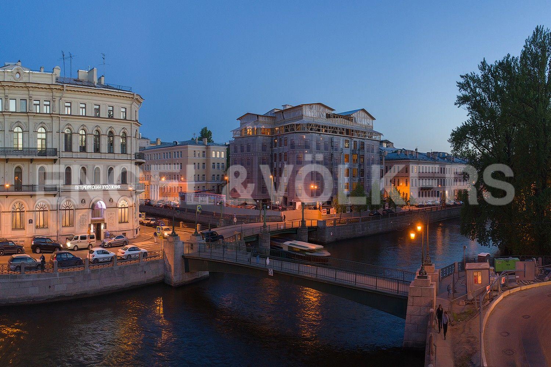 Элитные квартиры в Центральном районе. Санкт-Петербург, Наб. реки Мойки, 102. Вид на дом со стороны реки Мойки
