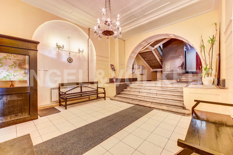 Элитные квартиры в Центральном районе. Санкт-Петербург, Наб. Крюкова канала, 14. Круглосуточная служба консьерж 24 в парадной
