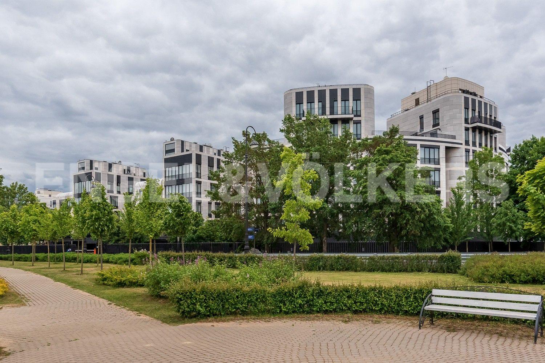 Элитные квартиры на . Санкт-Петербург, Наб. Мартынова, 62. Территория вокруг комплекса