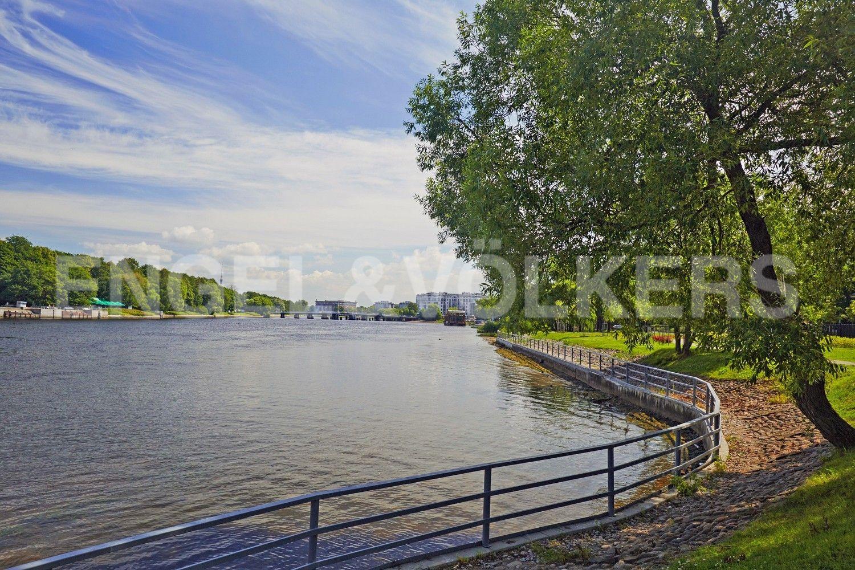 Элитные квартиры на . Санкт-Петербург, Наб. Мартынова, 62. Акватория реки Средней Невки