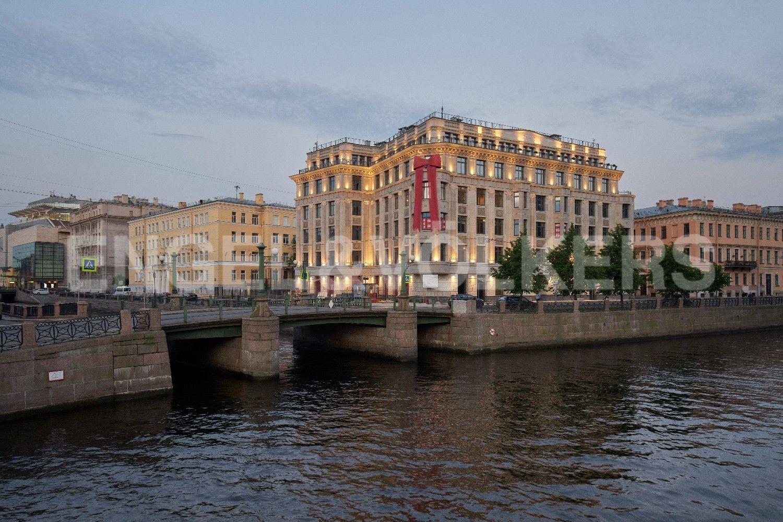 Элитные квартиры в Центральном районе. Санкт-Петербург, Наб. реки Мойки, 102. Пересечение Мойки и Крюкого канала