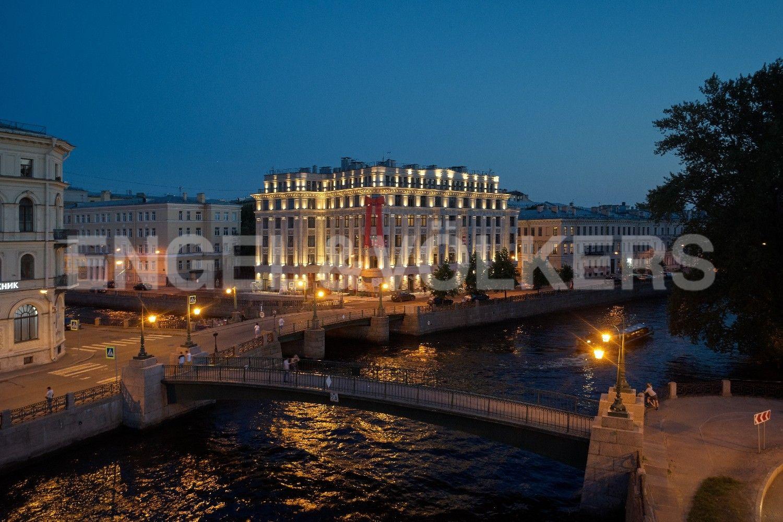 Элитные квартиры в Центральном районе. Санкт-Петербург, Наб. реки Мойки, 102. Роскошный фасад дополняет архитектуру набережной