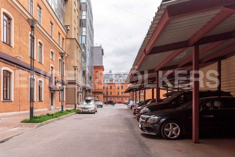 Элитные квартиры в Центральном районе. Санкт-Петербург, Виленский, 15. Охраняемая придомовая территория