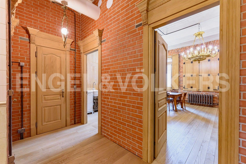 Элитные квартиры в Центральном районе. Санкт-Петербург, Виленский, 15. Вход в гостиную