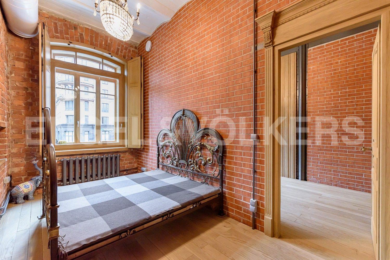 Элитные квартиры в Центральном районе. Санкт-Петербург, Виленский, 15. Первая спальня с выходом в кабине либо гардеробную