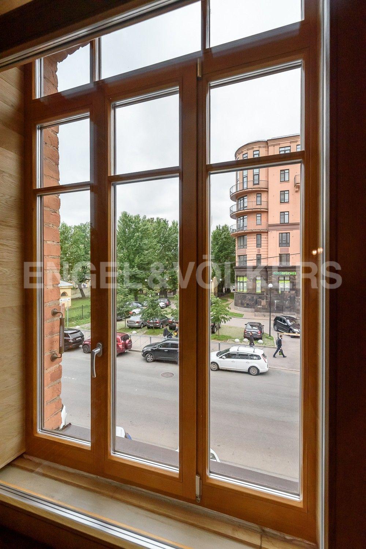 Элитные квартиры в Центральном районе. Санкт-Петербург, Виленский, 15. Вид из окон на зелень сквера