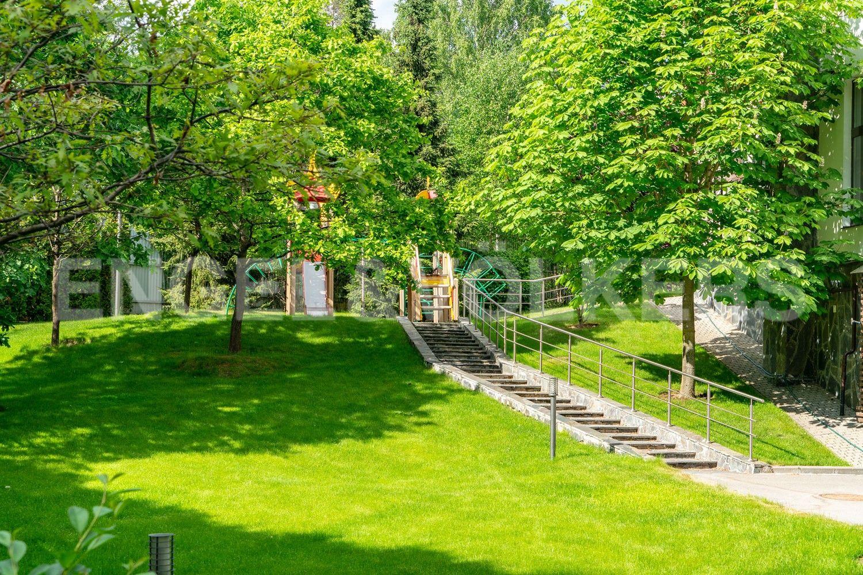 Элитные квартиры в . Ленинградская область, п. Юкки. Детская площадка на участке