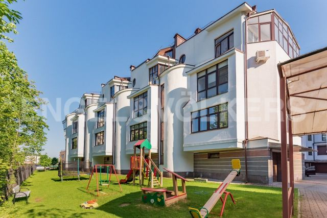 Крестовский, 13 – таунхаус в окружении зелени и парков Крестовского