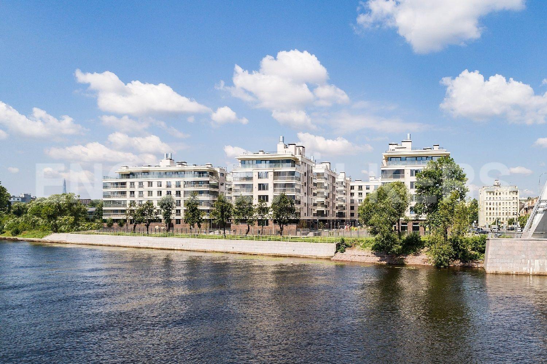 Элитные квартиры на . Санкт-Петербург, Спортивная улица, 2. Вид с Лазаревского моста