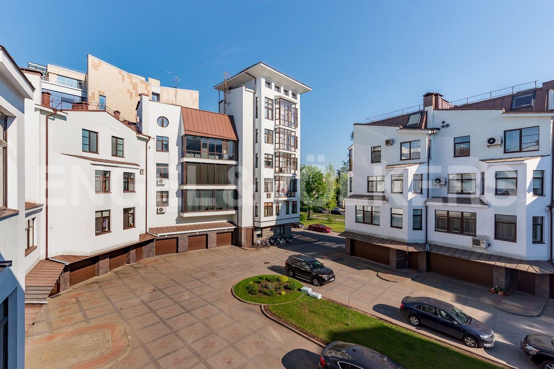 Элитные квартиры на . Санкт-Петербург, Крестовский, 13. Территория комплекса