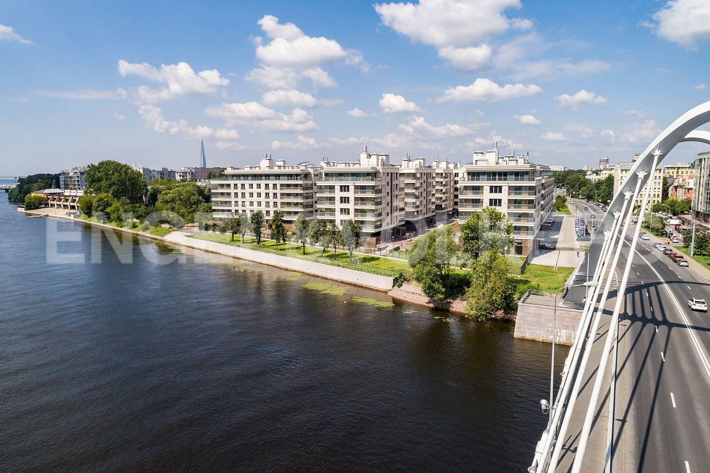 Элитные квартиры на . Санкт-Петербург, Спортивная улица, 2. Вид со стороны Лазаревского моста