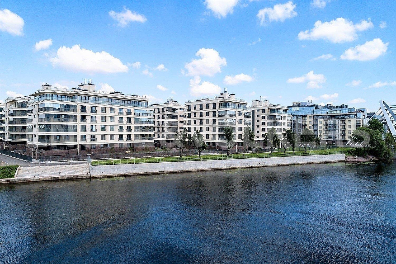 Элитные квартиры на . Санкт-Петербург, Спортивная улица, 2. Вид с Петроградского о-ва