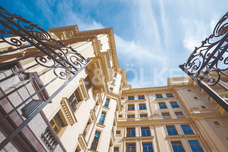 Элитные квартиры в Центральном районе. Санкт-Петербург, Наб. реки Фонтанки, 76 к. 2. Фасад здания