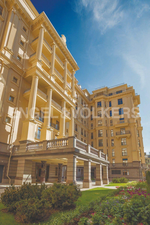 Элитные квартиры в Центральном районе. Санкт-Петербург, Наб. реки Фонтанки, 76 к. 2. Парадный въезд