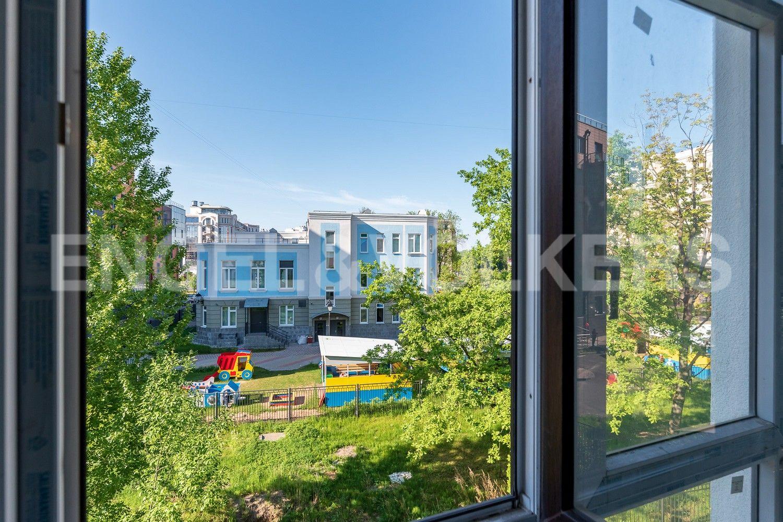 Элитные квартиры на . Санкт-Петербург, Крестовский, 13. Вид из окон