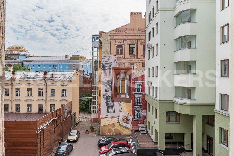 Элитные квартиры в Петроградском районе. , Куйбышева, 13. Внутренний двор