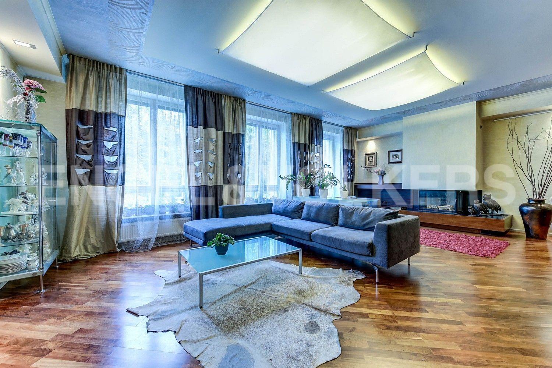 Элитные квартиры в Центральном районе. Жилая площадь, Суворовский, 32. Гостиная
