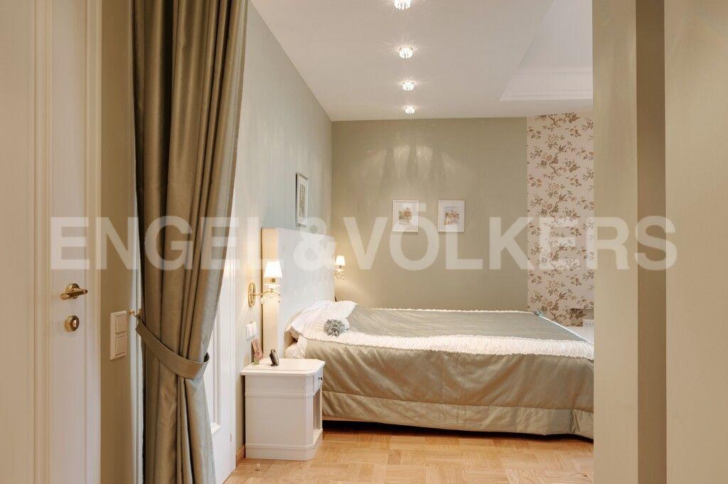 Элитные квартиры в Центральном районе. Санкт-Петербург, Тверская, 1А. Мастер спальня с ванной и гардеробной