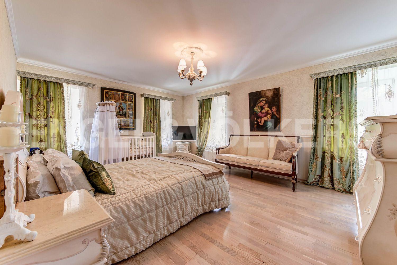 Элитные квартиры в Курортном районе. Санкт-Петербург, ул. Коммунаров. Cпальня на 2-м этаже