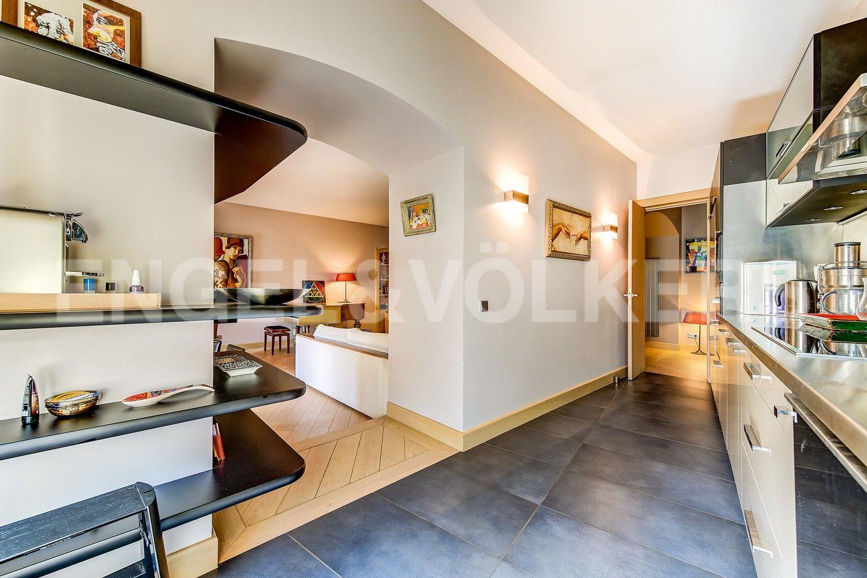 Элитные квартиры в Центральном районе. Санкт-Петербург, Миллионная, 19. Кухня с двумя входами