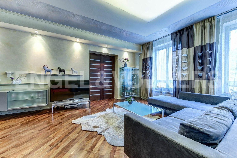 Элитные квартиры в Центральном районе. Жилая площадь, Суворовский, 32. Зона отдыха в гостиной