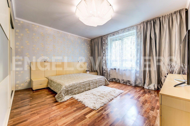 Элитные квартиры в Центральном районе. Жилая площадь, Суворовский, 32. Основная спальня
