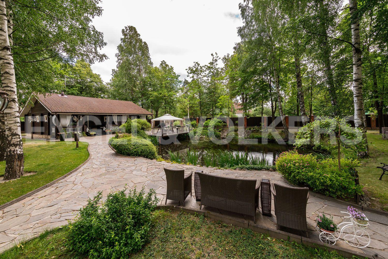 Элитные квартиры в Курортном районе. Санкт-Петербург, п. Ольгино. Вид на пруд и баню