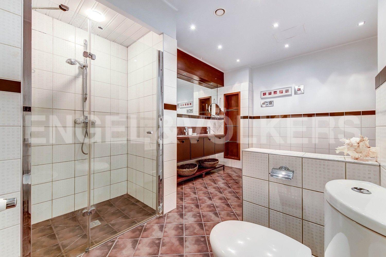 Элитные квартиры в Центральном районе. Жилая площадь, Суворовский, 32. Ванная комната