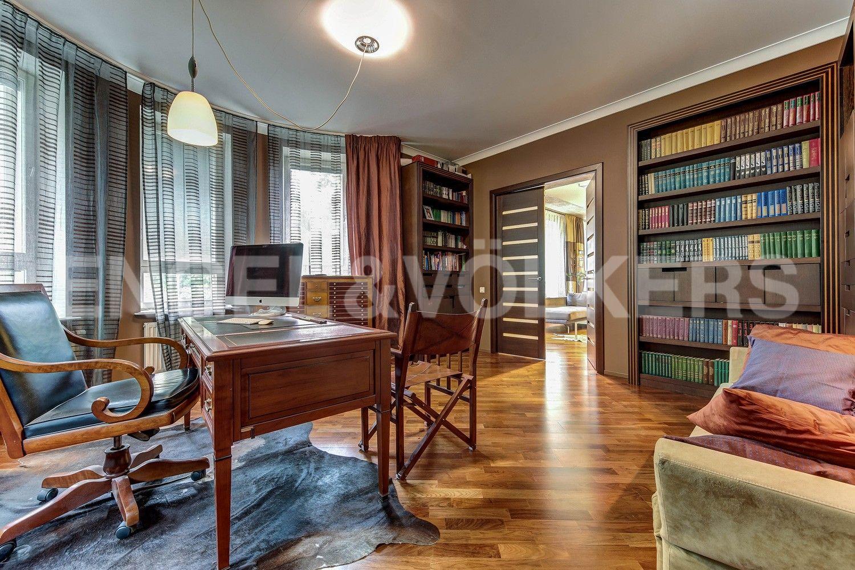 Элитные квартиры в Центральном районе. Жилая площадь, Суворовский, 32. Кабинет (либо спальня)