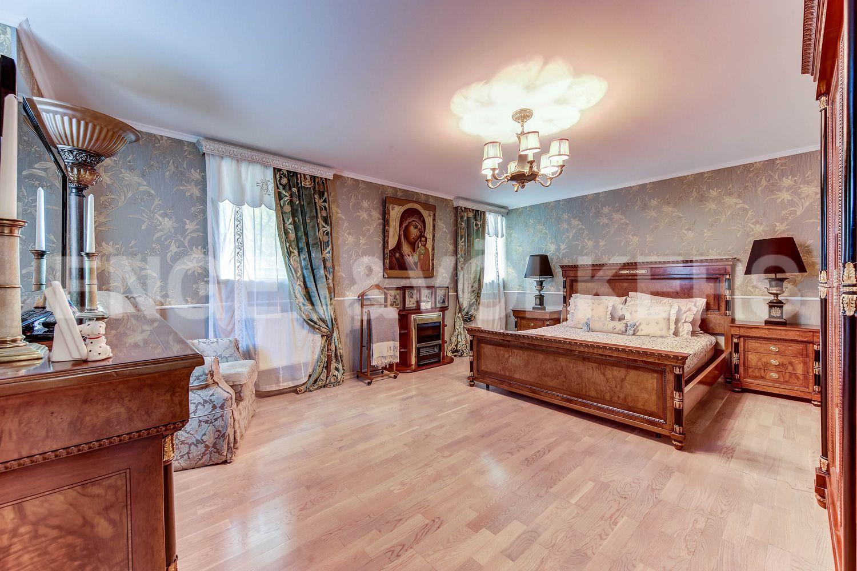 Элитные квартиры в Приморском районе. Санкт-Петербург, пос. Ольгино, ул. Коммунаров. Спальня на 1-м этаже