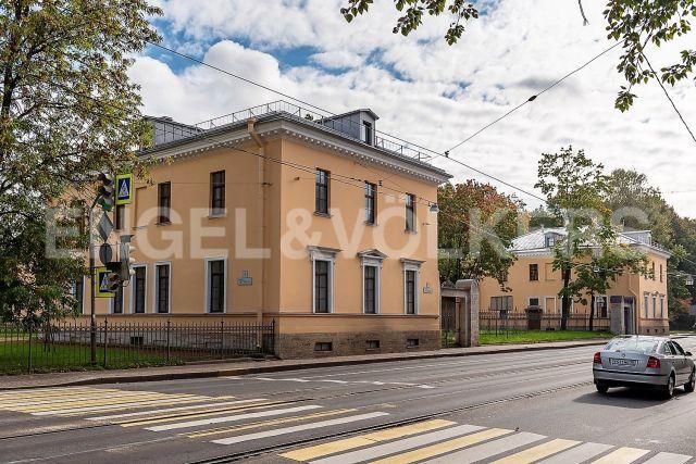 пр. Энгельса, 1 – комплекс исторических особняков у Ланского сада