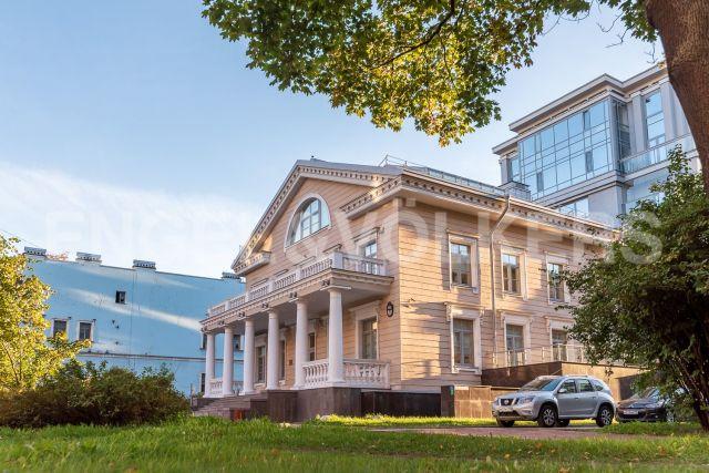 Каменноостровский, 62 – воссозданное историческое здание дачи арх. А.Н. Воронихина