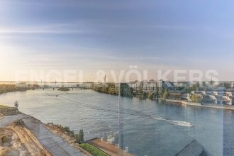 Ждановская, 45 — Панорамный вид на м. Невку и парки Крестовского