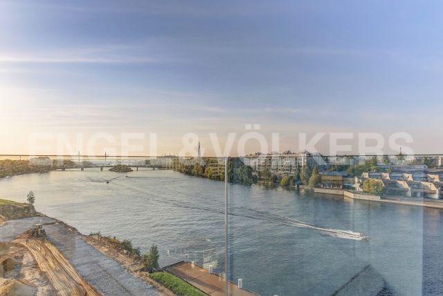 Ждановская, 45 - Панорамный вид на м. Невку и парки Крестовского