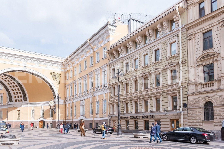 Элитные квартиры в Центральном районе. Санкт-Петербург, Большая Морская, 4. Расположение дома у арки Главного штаба