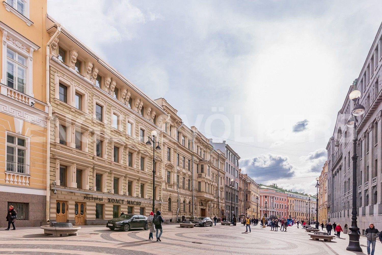 Элитные квартиры в Центральном районе. Санкт-Петербург, Большая Морская, 4. Пешеходная зона у дома на Б. Морской улице