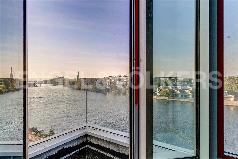 Вид из окон гостиной на акваторию Финского залива