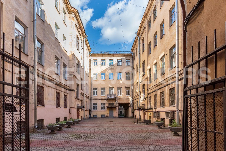 Элитные квартиры в Центральном районе. Санкт-Петербург, Наб. реки Мойки 28. Благоустроенный двор