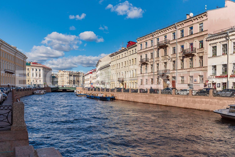 Элитные квартиры в Центральном районе. Санкт-Петербург, Наб. реки Мойки 28. Вид на Дом с набережной реки Мойки