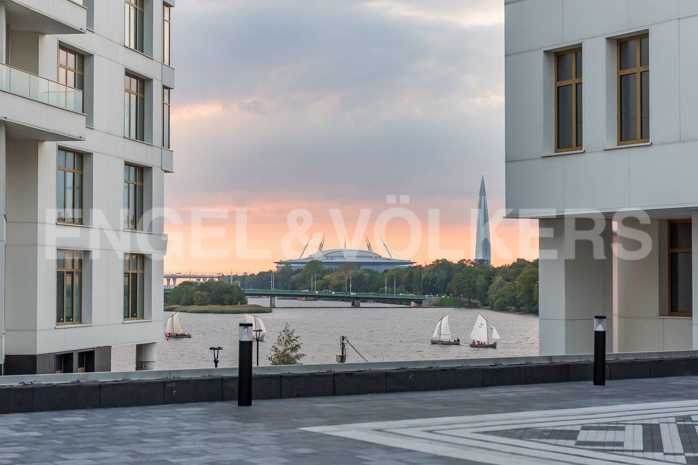 Перспектива реки Малой Невки, стадион Санкт-Петербург и Лахта-Центр