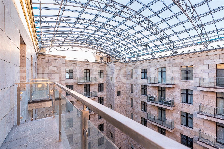 Элитные квартиры на . Санкт-Петербург, Депутатская, 26. Балкон из спальни
