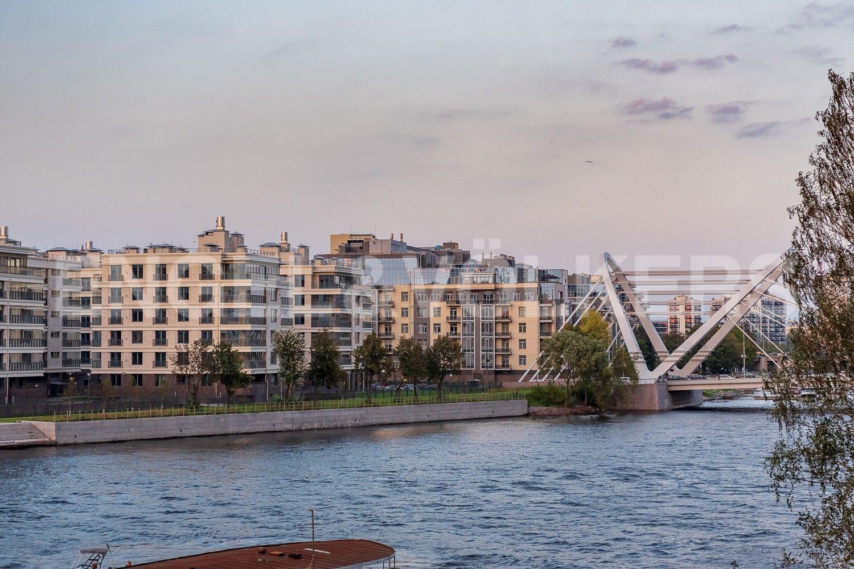 Вид с эркера на Лазаревский мост