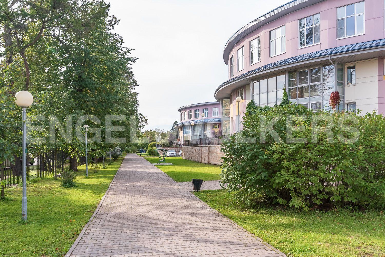Элитные квартиры в Курортном районе. Санкт-Петербург, г. Сестрорецк, Дубковское шоссе. Вид дома со стороны улицы